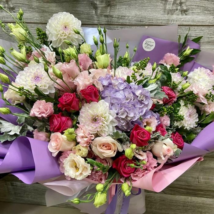 Авторский букет с георгинами, розами и гортензией