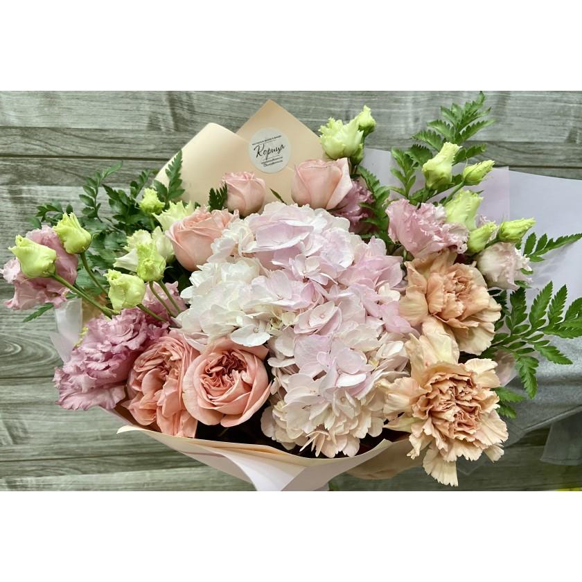 Авторский букет с пионовидной розой