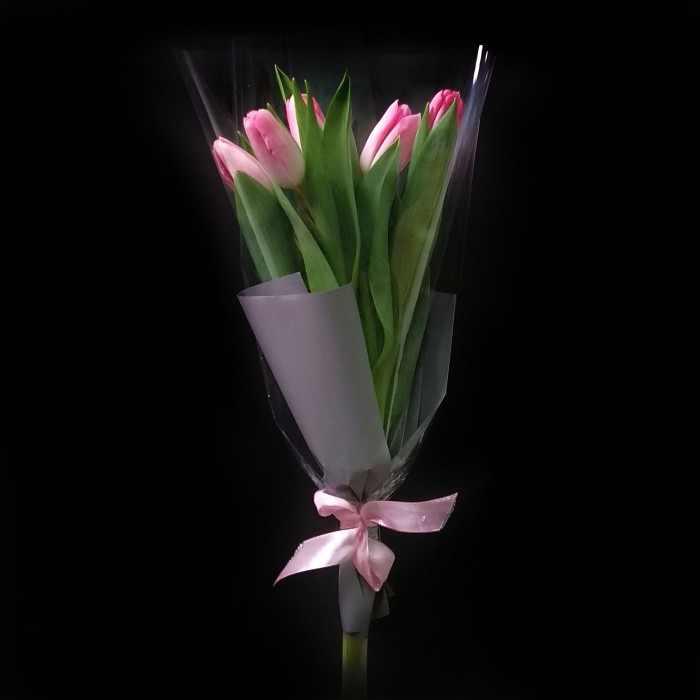 Букетик нежно-розовых тюльпанов