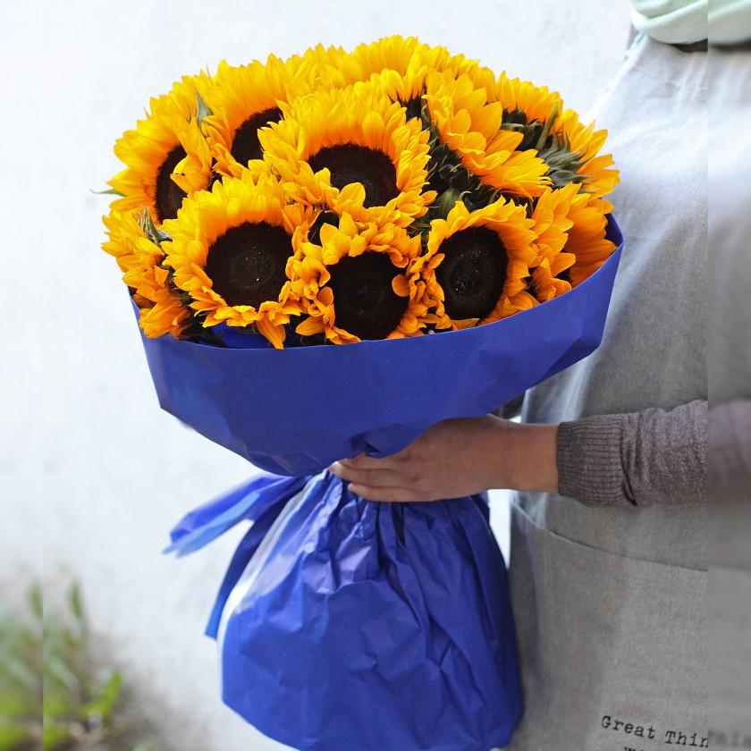 Солнечный букет подсолнухов