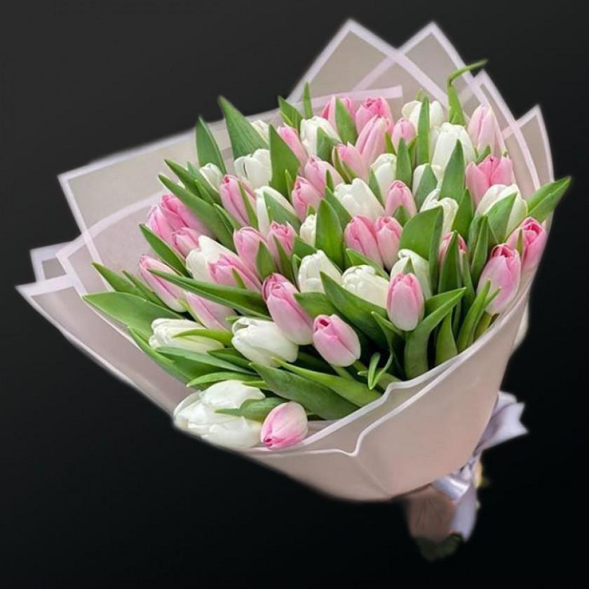 Букет бело-розовых тюльпанов