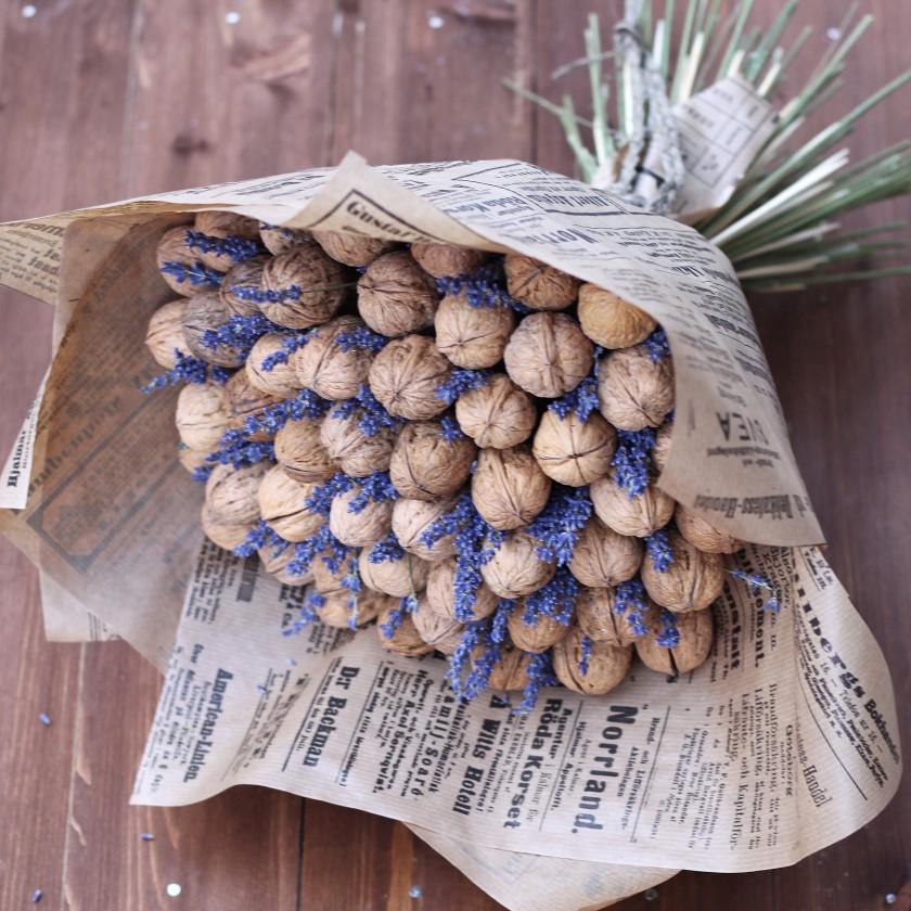Букет из грецких орехов