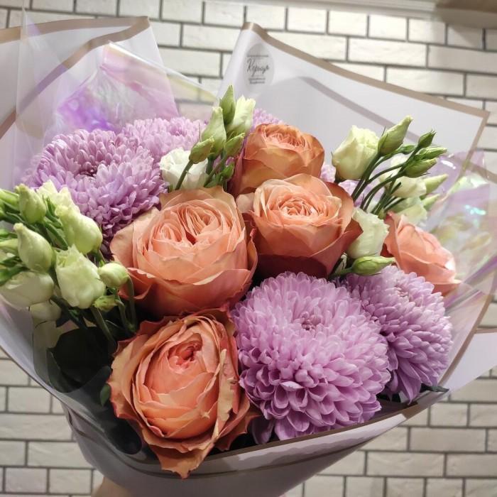 Хризантемы сиреневые и пионовидные розы