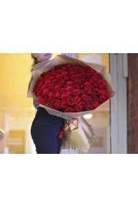 Большие красные розы
