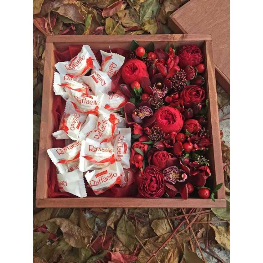 Коробка с цветами и конфетами (автор7)