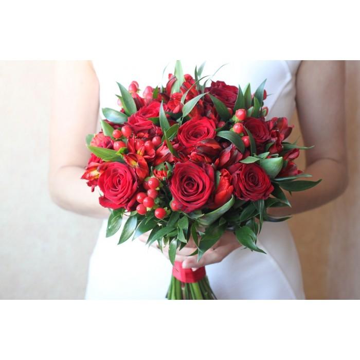 Букет невесты в оттенках бордо