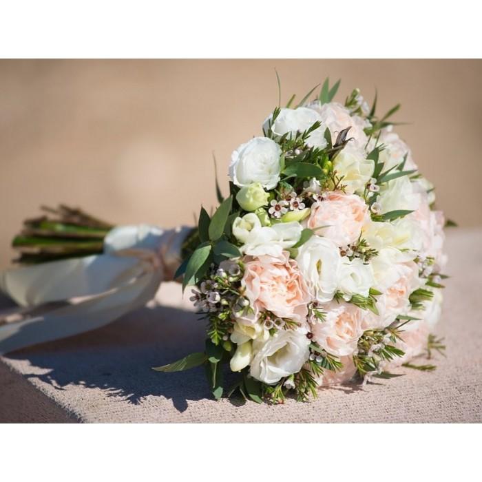 Персиково-белый букет невесты