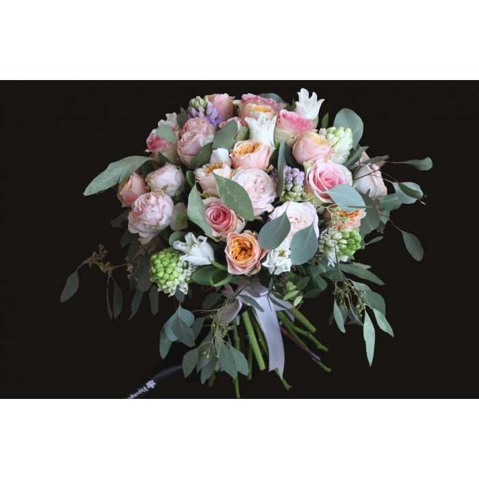 Воздушный букет с пионовидной розой (автор14)