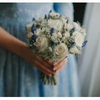 Бело-серебряный букет невесты