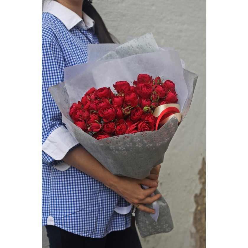 Букет пионовидных красных роз