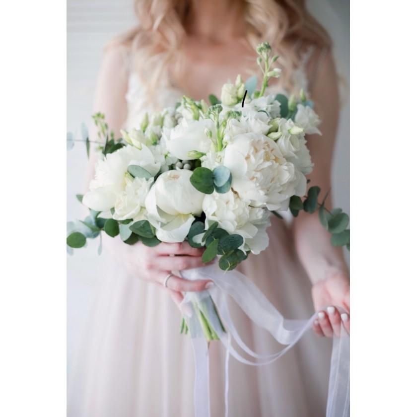 Букет невесты с белыми цветами