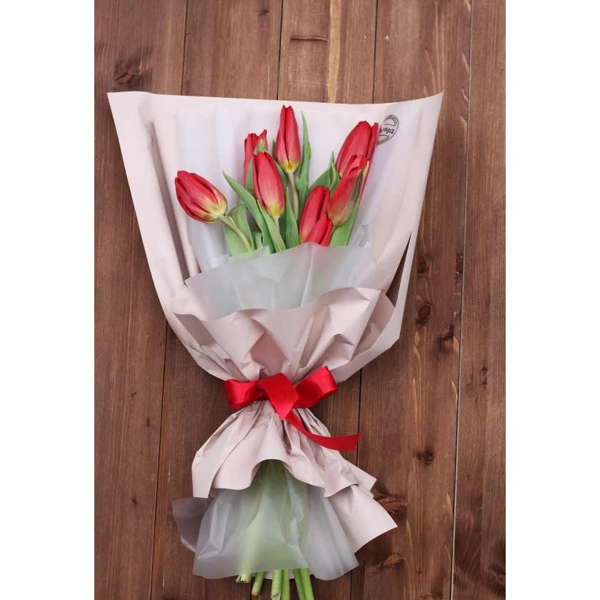 Букетик красных тюльпанов