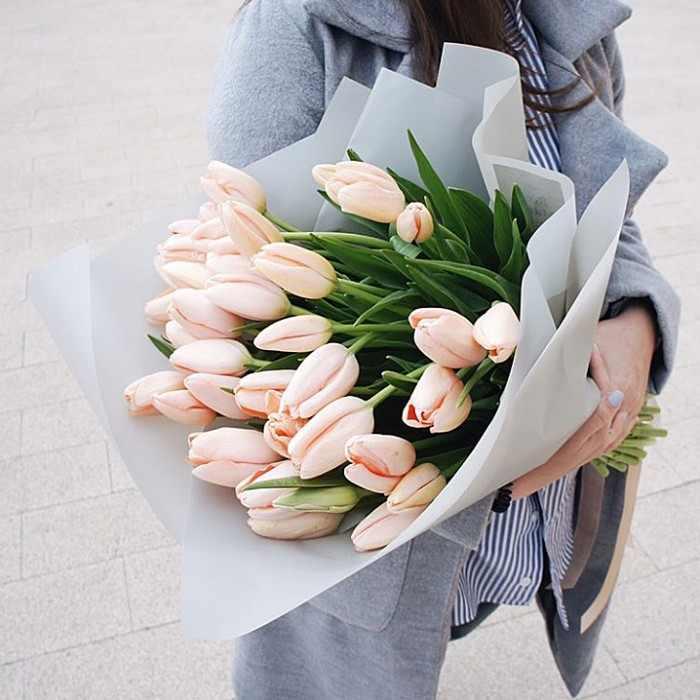 Букет персиковых тюльпанов
